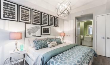 有時候,難得放假出國旅行就會想訂個比較高級的飯店,好好犒賞自己一下,但除了高級的飯店設備、優質的客房服務以外,在你準備呈大字型、一躍躺上那張舒適的大床時,你有發現那一條窄長、不同於床單顏色,常常出現在飯店床尾附近的「床尾巾」嗎?
